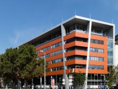 V17 irodaház